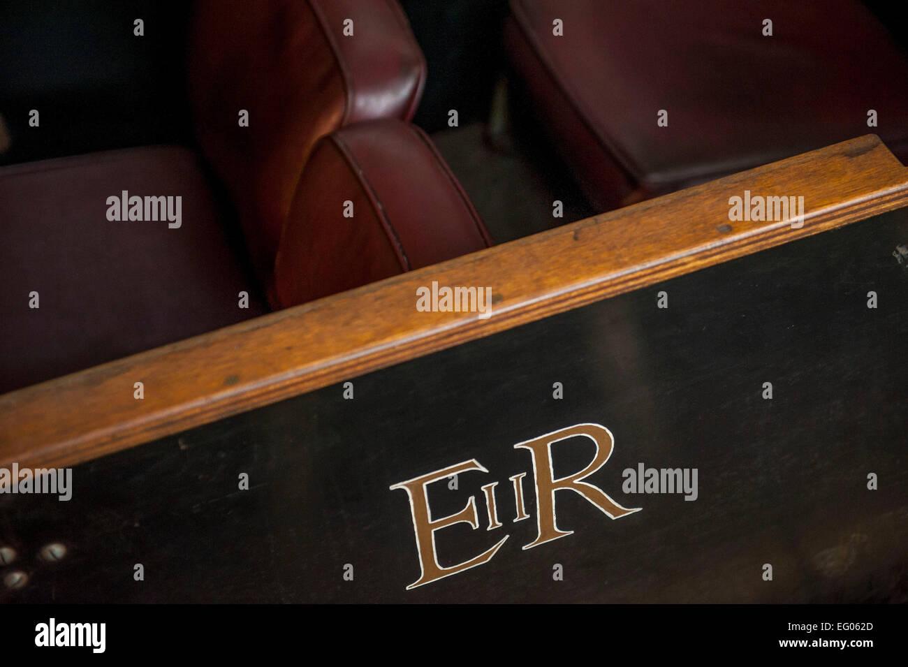 I lati del signor carrelli sono ornate le iniziali di una serie go sovrani del regno unito questo è il più Immagini Stock