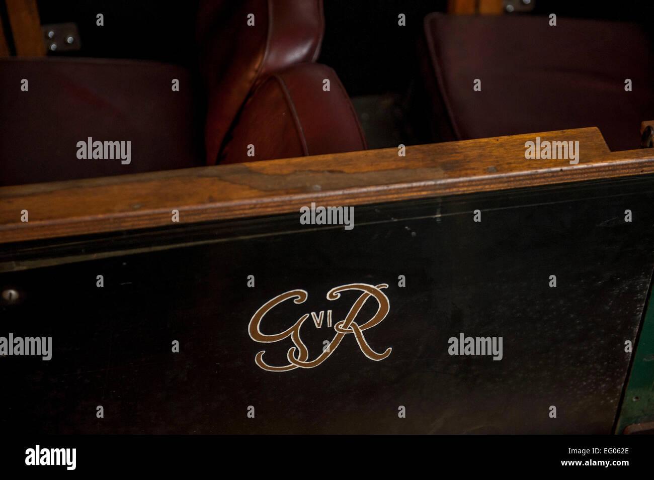 I lati del signor carrelli sono ornate le iniziali di una serie go sovrani del regno unito questo è George Immagini Stock