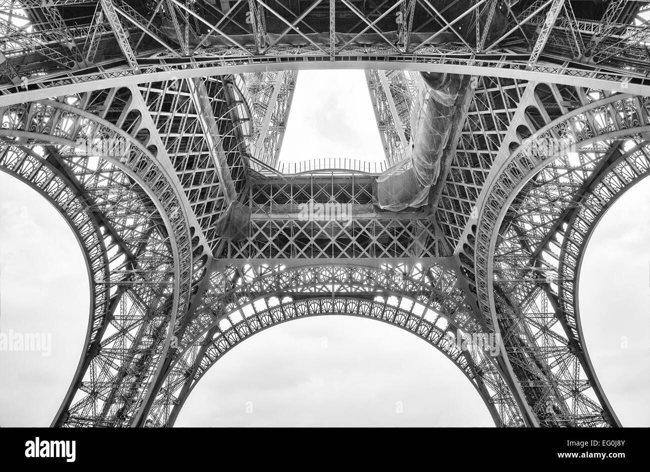 Francia, Parigi Torre Eiffel visto da sotto Immagini Stock