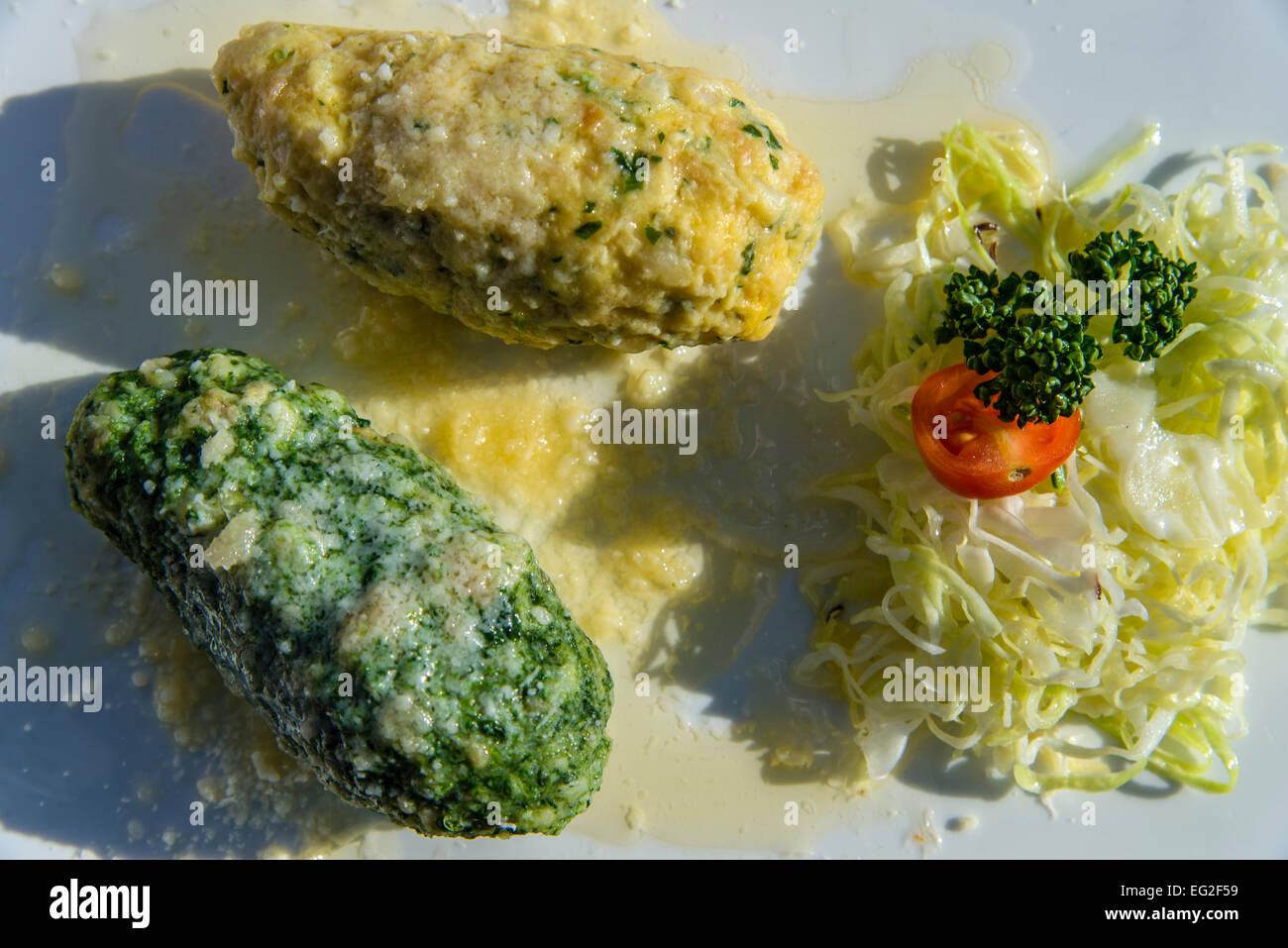I canederli, un piatto tipico dell'Alto Adige - Sud Tirolo, Italia Immagini Stock