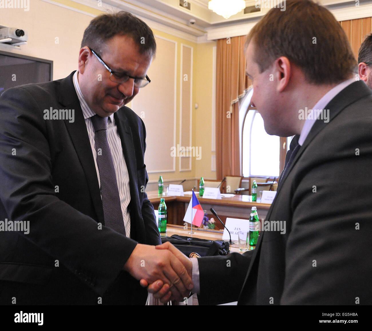 Kiev, Ucraina. Xvii Feb, 2015. Industria ceca e il ministro del Commercio Jan Mladek (sinistra) incontra il ministro Immagini Stock