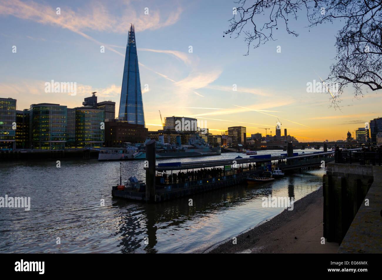 Londra, Regno Unito 17 Febbraio 2015: una chiara del cielo della sera sulla capitale significherà che durante Immagini Stock
