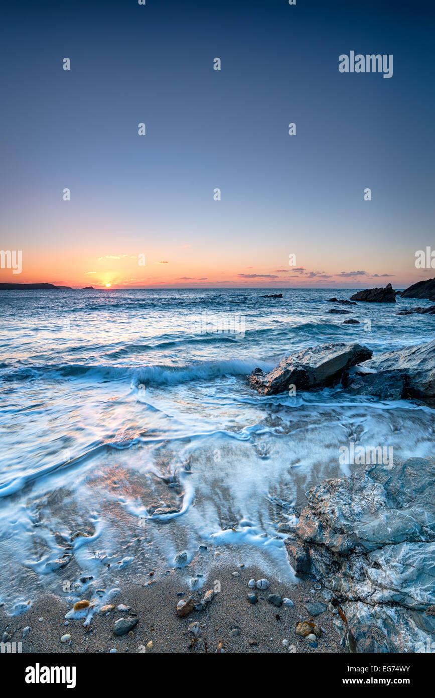 Tramonto a poco Fistral Beach in Newquay Cornwall, Immagini Stock