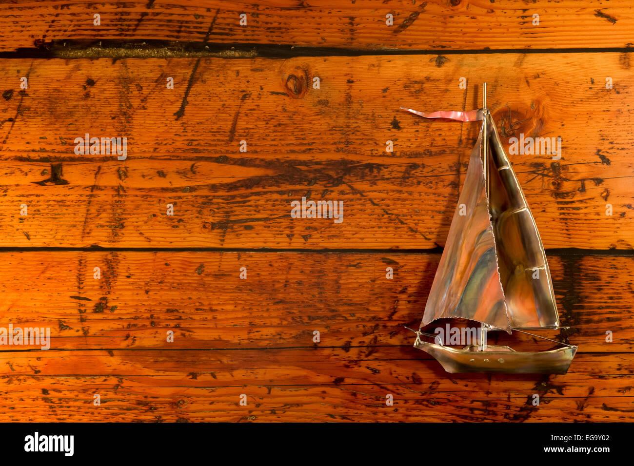 Imbarcazione a vela in rame set contro un altamente strutturata