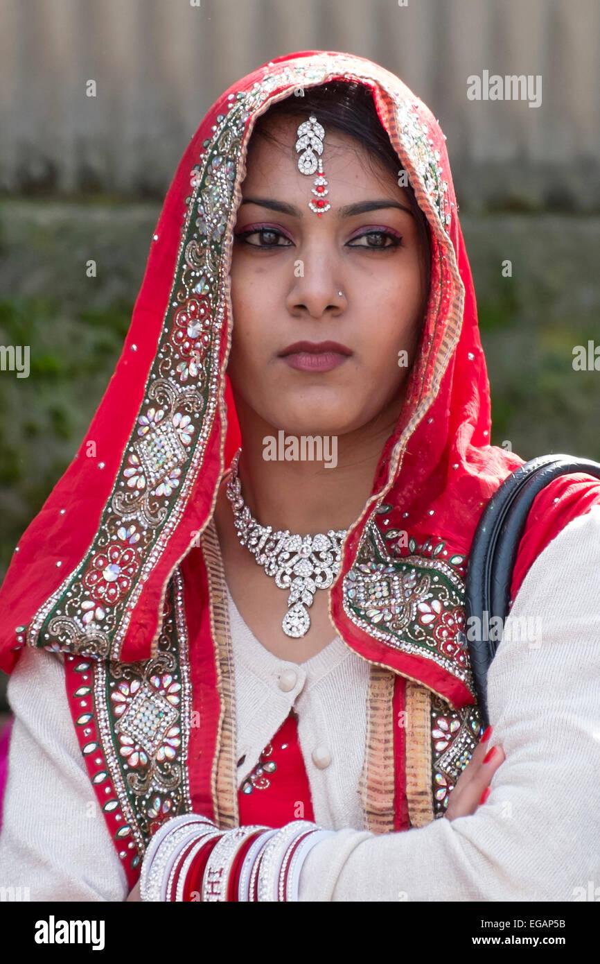 La religione sikh Donne in bianco e rosso Sari Immagini Stock