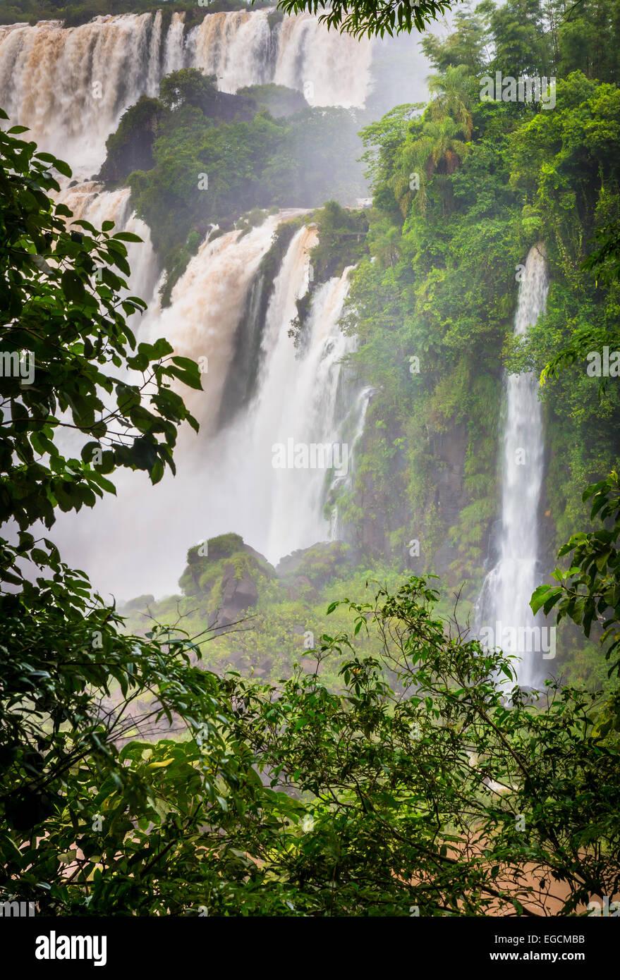 Iguazu Falls sono le cascate del fiume Iguazu sul confine di Argentina e Brasile Immagini Stock