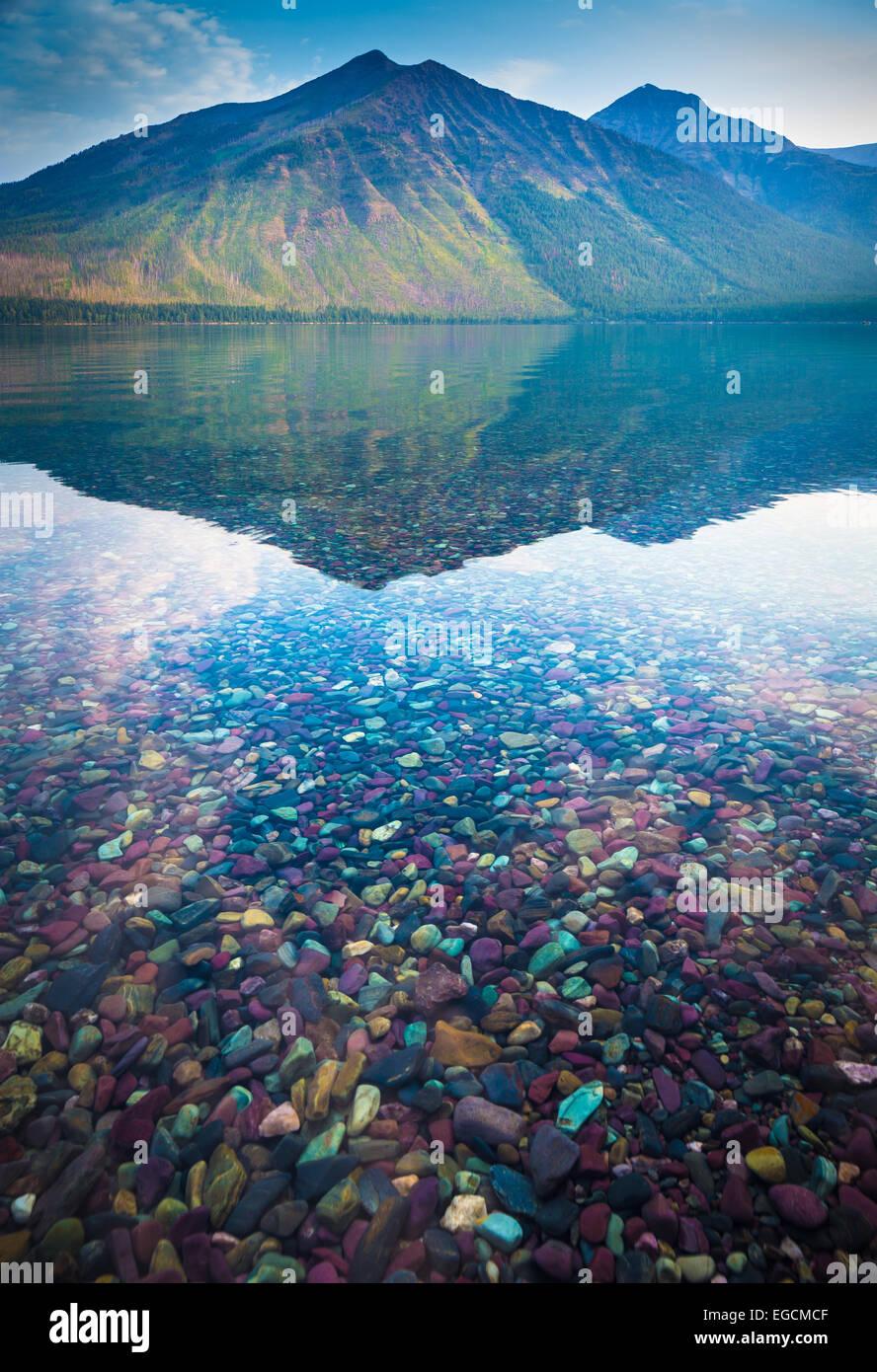 Il lago di McDonald è il più grande lago del Parco Nazionale di Glacier, Montana Immagini Stock