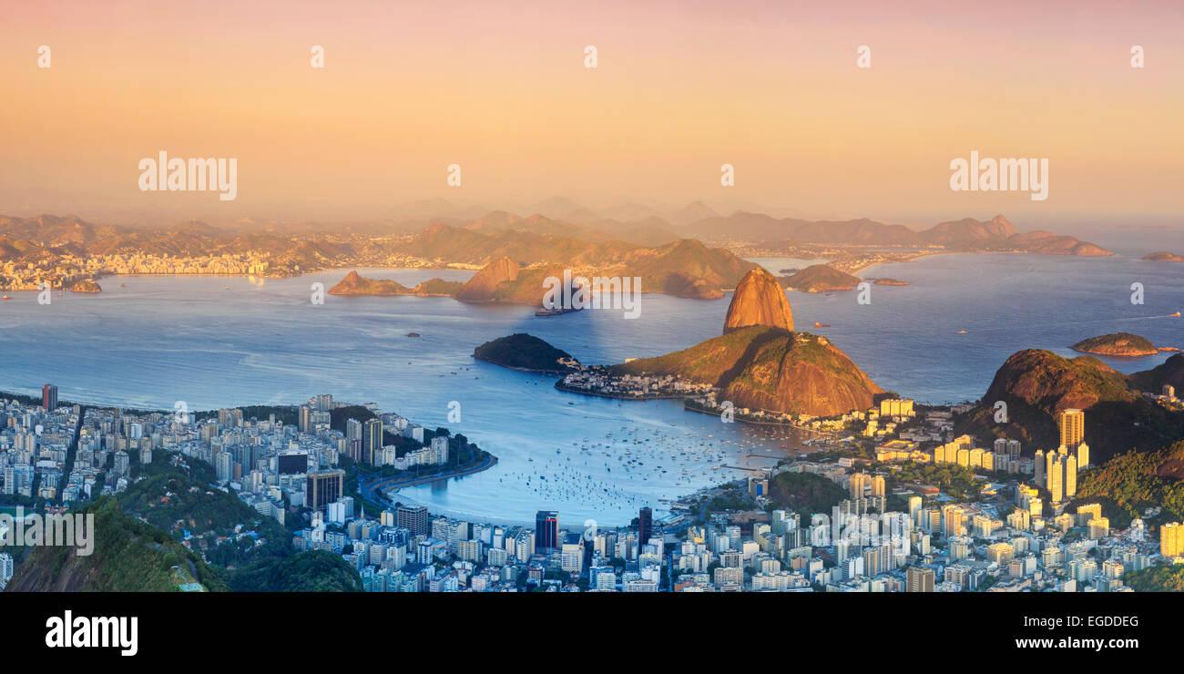 Il Brasile, Rio de Janeiro, vista di Sugarloaf e Rio de Janeiro City Immagini Stock