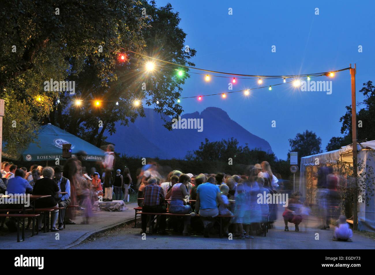 Festa in un villaggio lungo la valle dell'Inn, Baviera, Germania, Europa Immagini Stock