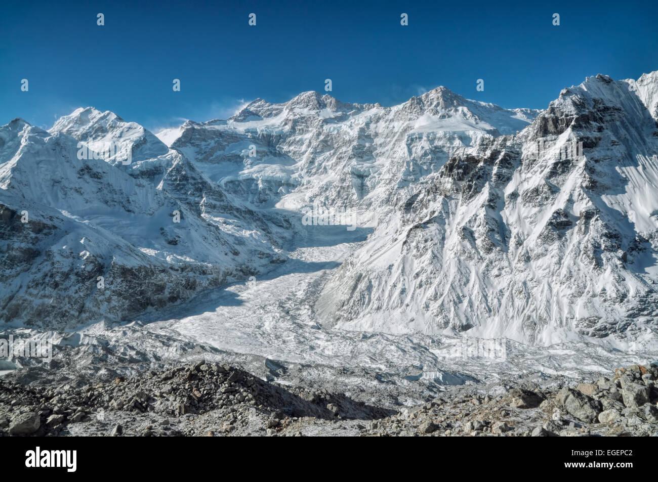 Vista mozzafiato del Kangchenjunga innevate montagne del Nepal Immagini Stock