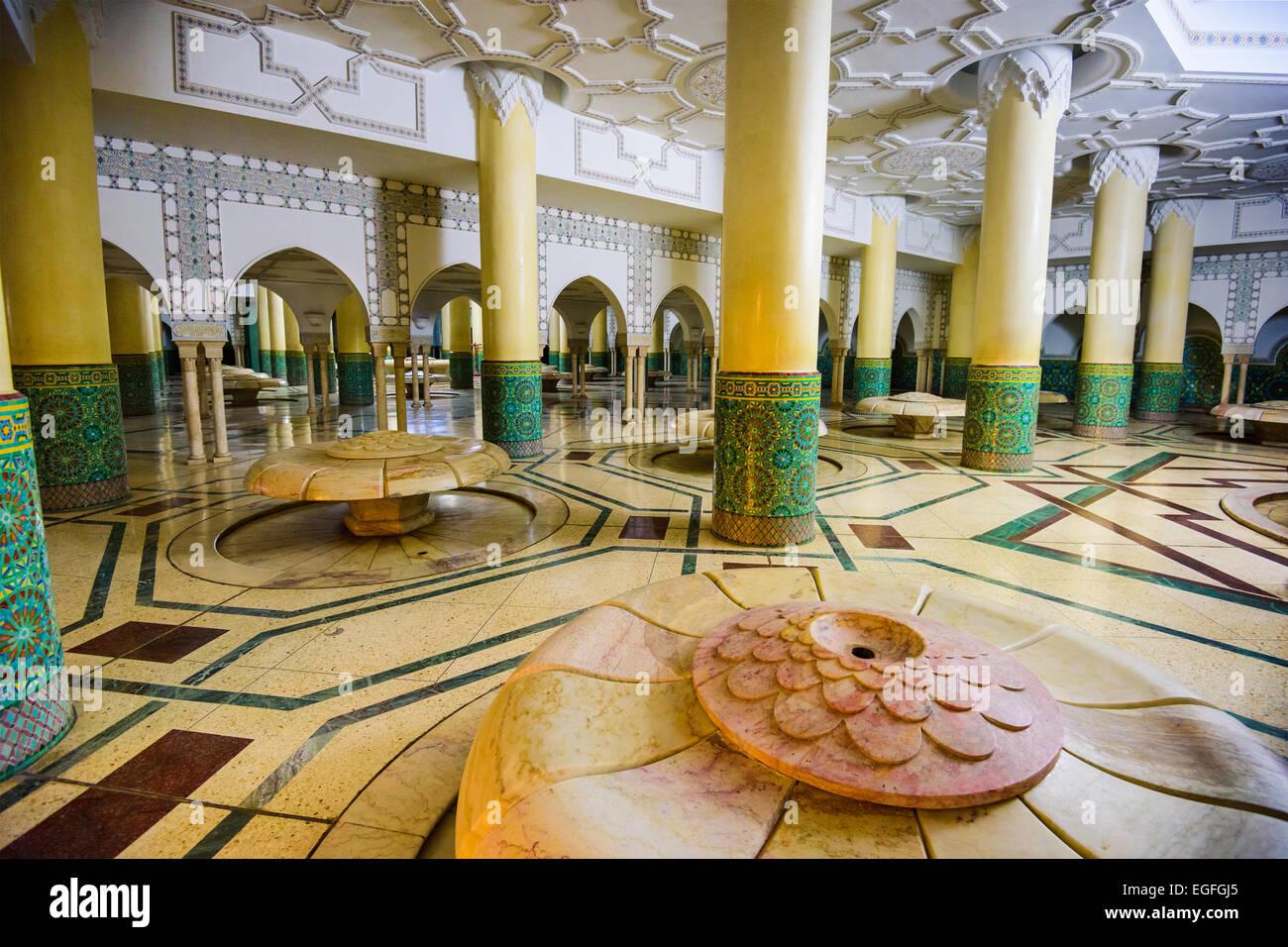 Il Wudu camera di lavaggio di Hassan II Grande moschea. Il rituale di lavaggio viene eseguita prima che la preghiera Foto Stock