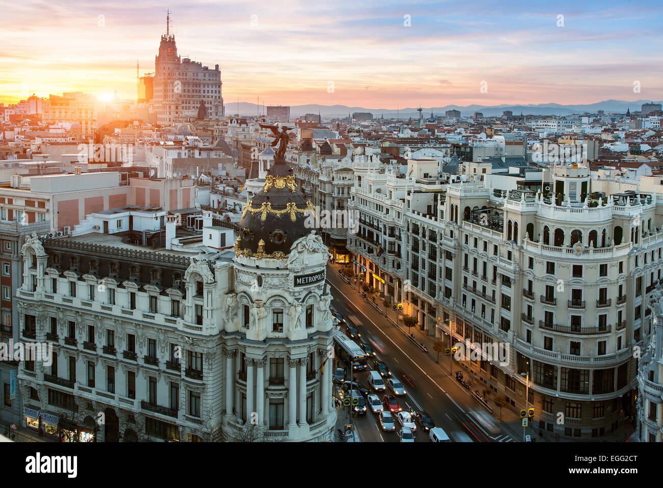 Skyline di Madrid con edificio Metropolis e Gran Via Immagini Stock