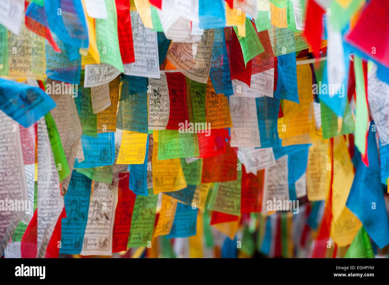 Bandiere di preghiera, Shangri-La, Yunnan, Cina Immagini Stock