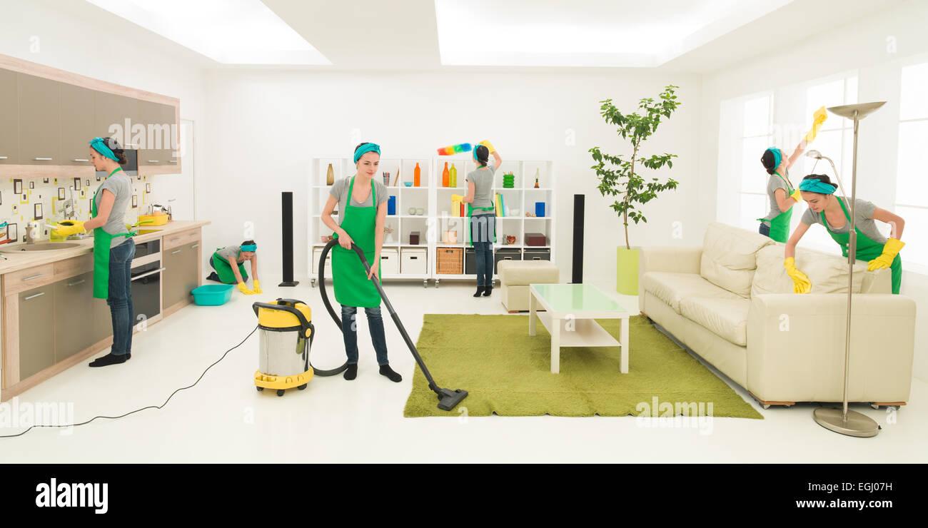 Stessa donna pulizia stanza vivente, digitale immagine composita Immagini Stock