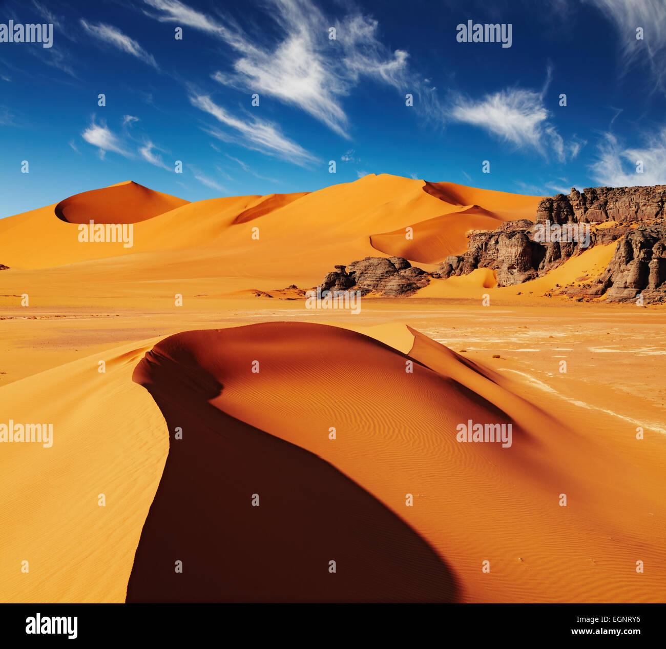 Le dune di sabbia e rocce e deserto del Sahara, Algeria Immagini Stock