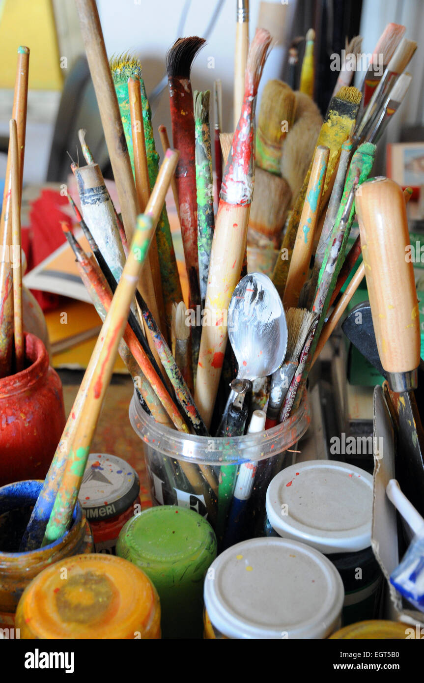Colore Colore pittore artista pittore artista spazzole pennelli Immagini Stock
