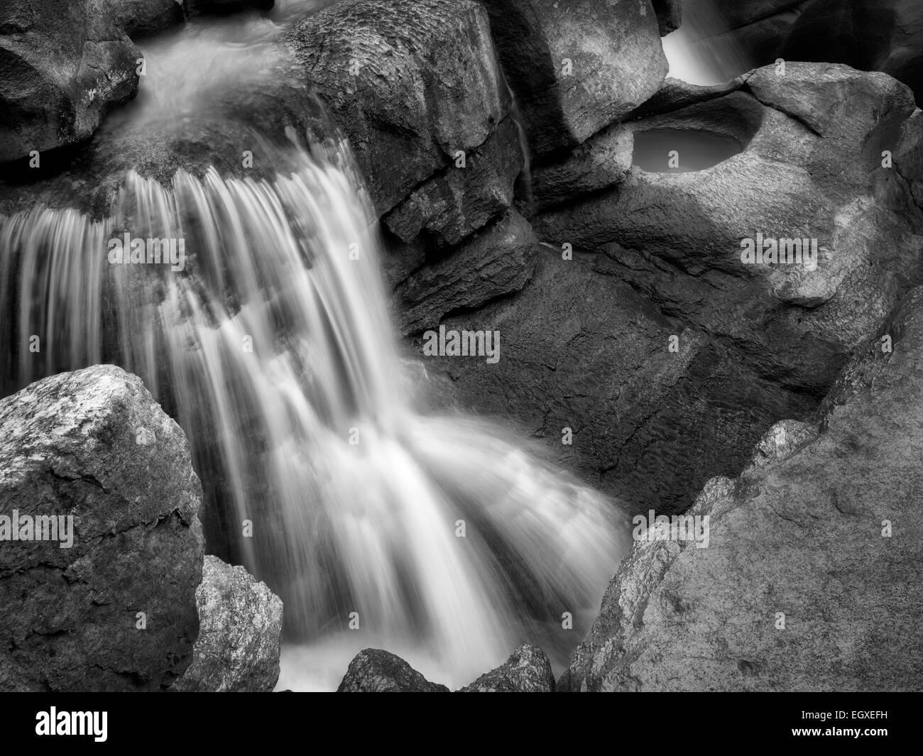 Abbassare Sunwapta Falls. Parco Nazionale di Jasper, Alberta, Canada Immagini Stock
