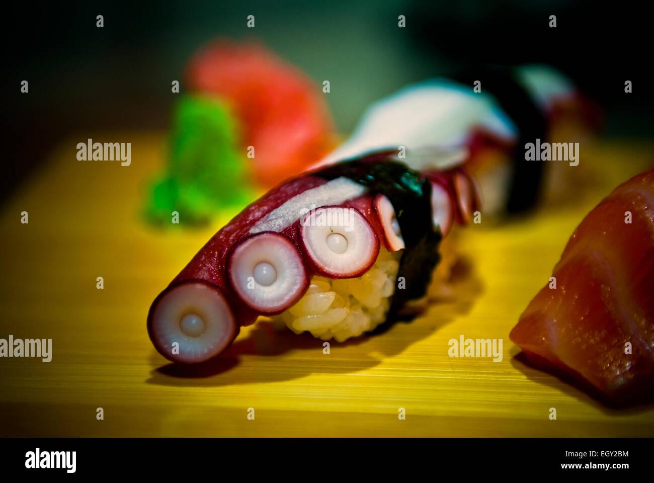 Tako (Octopus) Roll sushi Immagini Stock