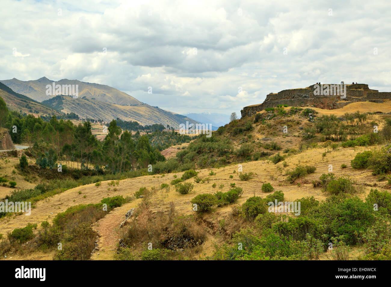 Vista generale di Pukapucara rovine Inca, Cusco, Perù Immagini Stock