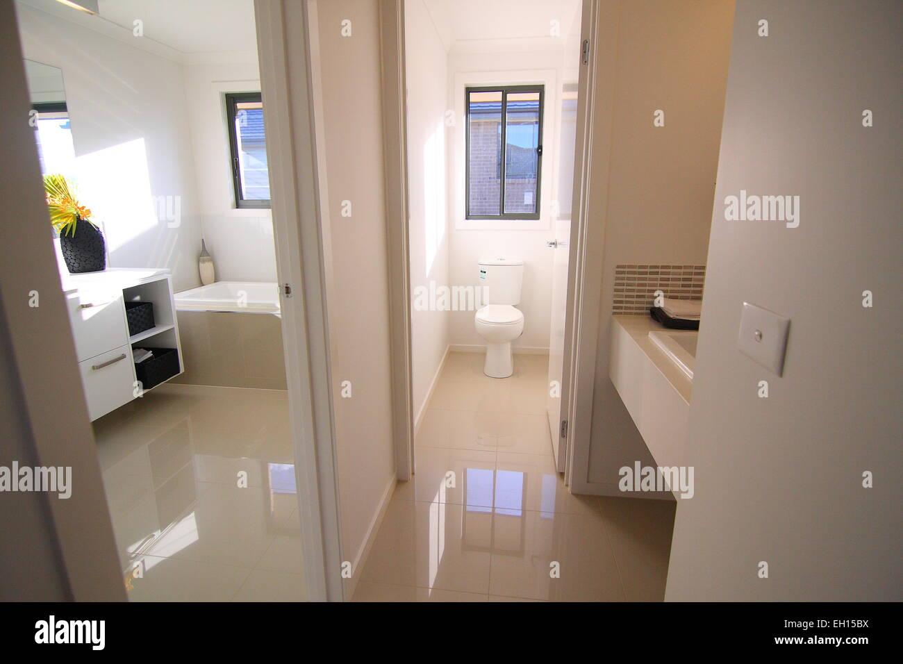 Una Moderna Stanza Da Bagno Con Wc Separato Foto Immagine Stock