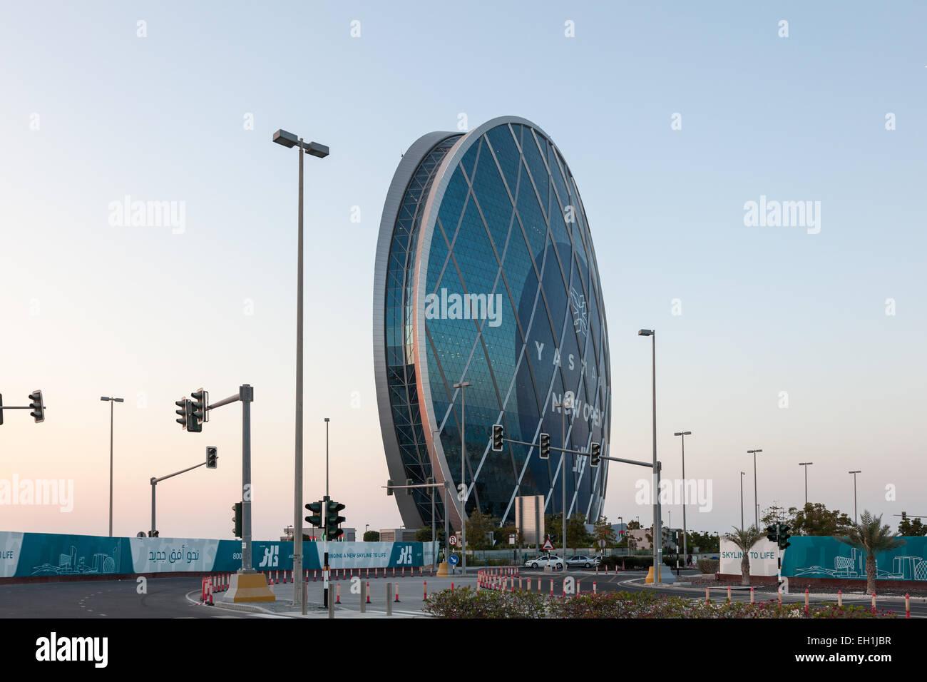 Aldar Headquarters edificio circolare in Abu Dhabi. Dicembre 19, 2014 ad Abu Dhabi, Emirati Arabi Uniti Immagini Stock