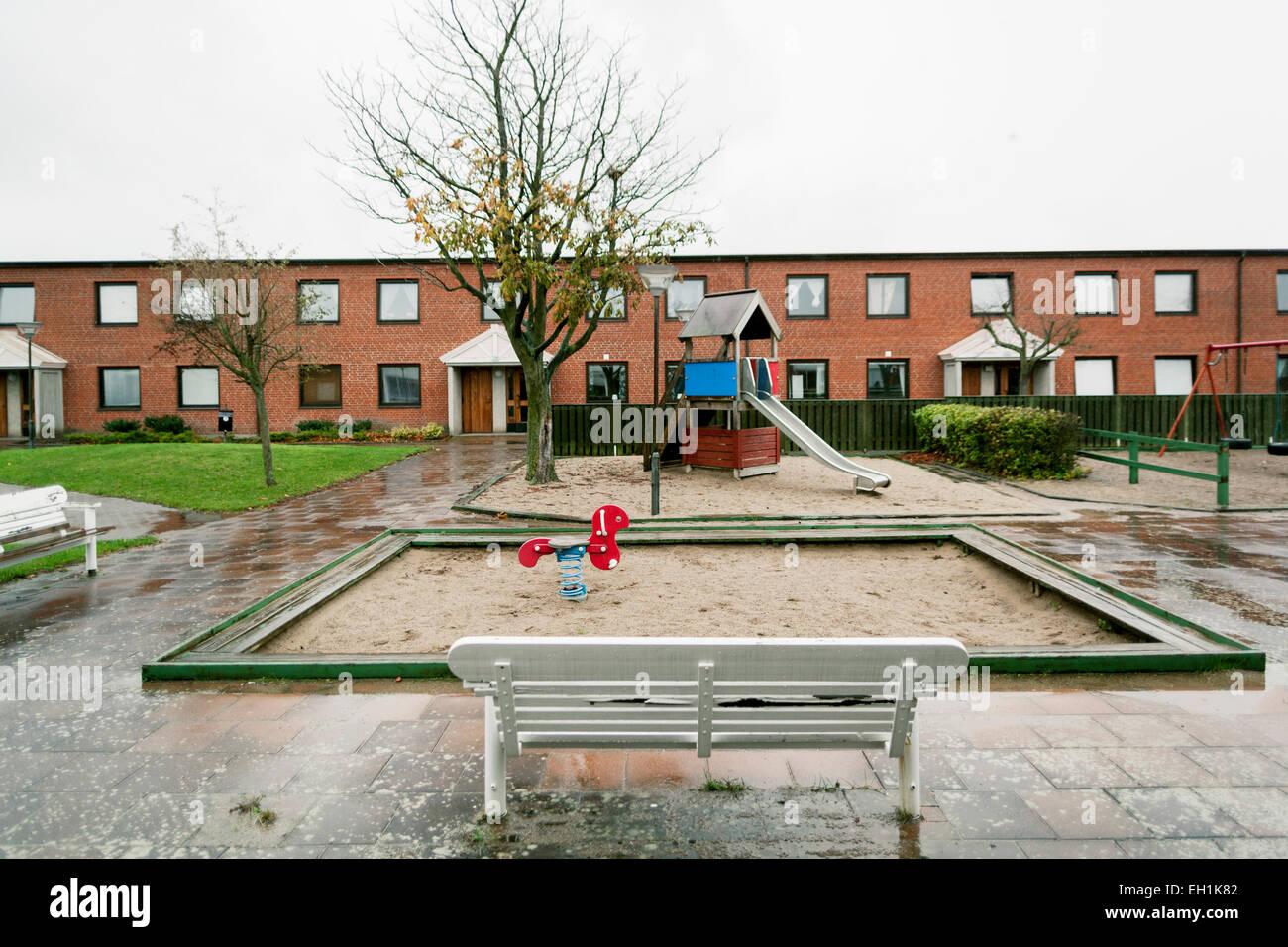 Parco giochi vuota durante la stagione delle piogge Immagini Stock