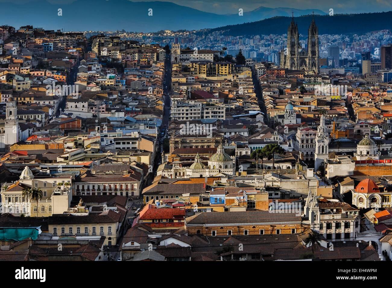 Ecuador, Quito, elencato come patrimonio mondiale dall' UNESCO, El Tejar, panoramica del centro storico di Quito Immagini Stock
