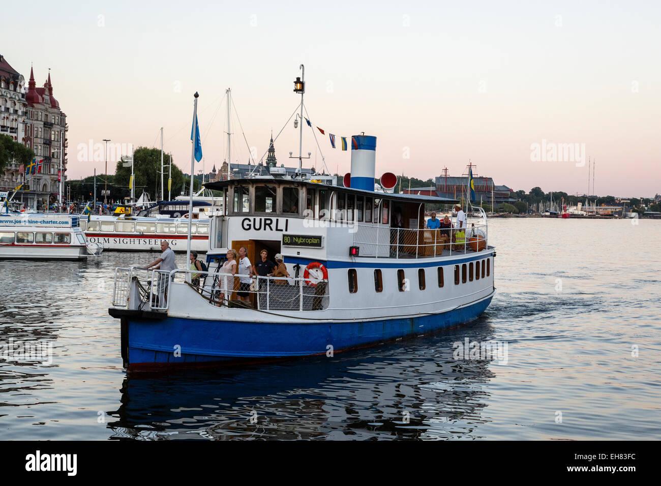 I mezzi di trasporto pubblico del traghetto, Stoccolma, Svezia, Scandinavia, Europa Immagini Stock