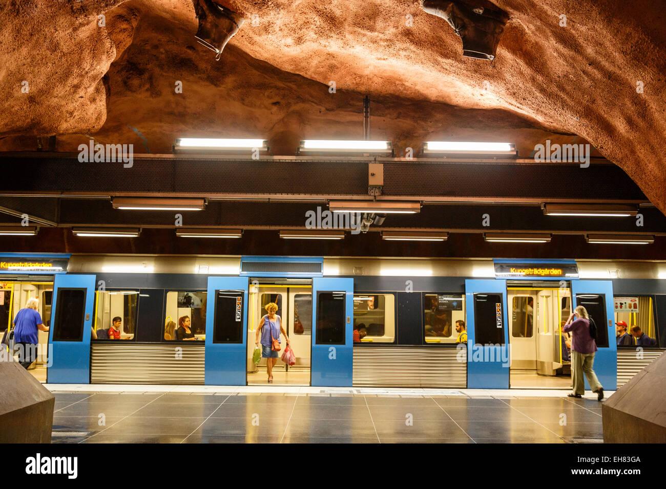 T Bana la stazione della metropolitana di Stoccolma, Svezia, Scandinavia, Europa Immagini Stock