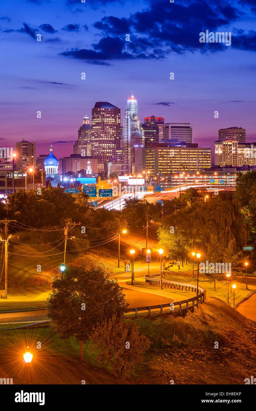Hartford, Connecticut, Stati Uniti d'America skyline del centro su Charter Oak sbarco. Immagini Stock