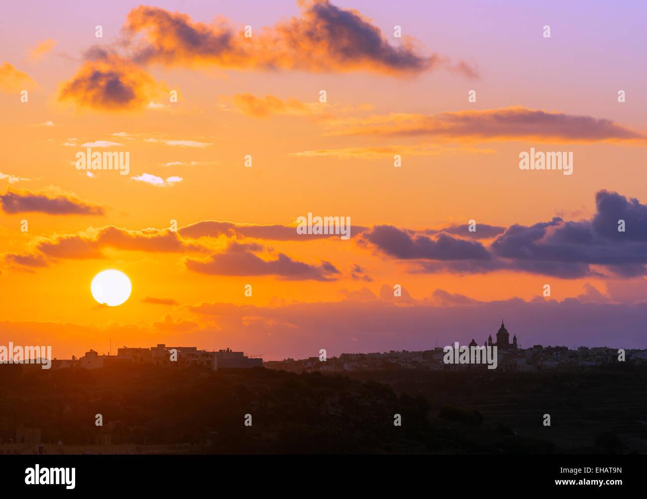 L' Europa mediterranea, Malta, Gozo Island, Xewkija Rotunda, sunrise Immagini Stock