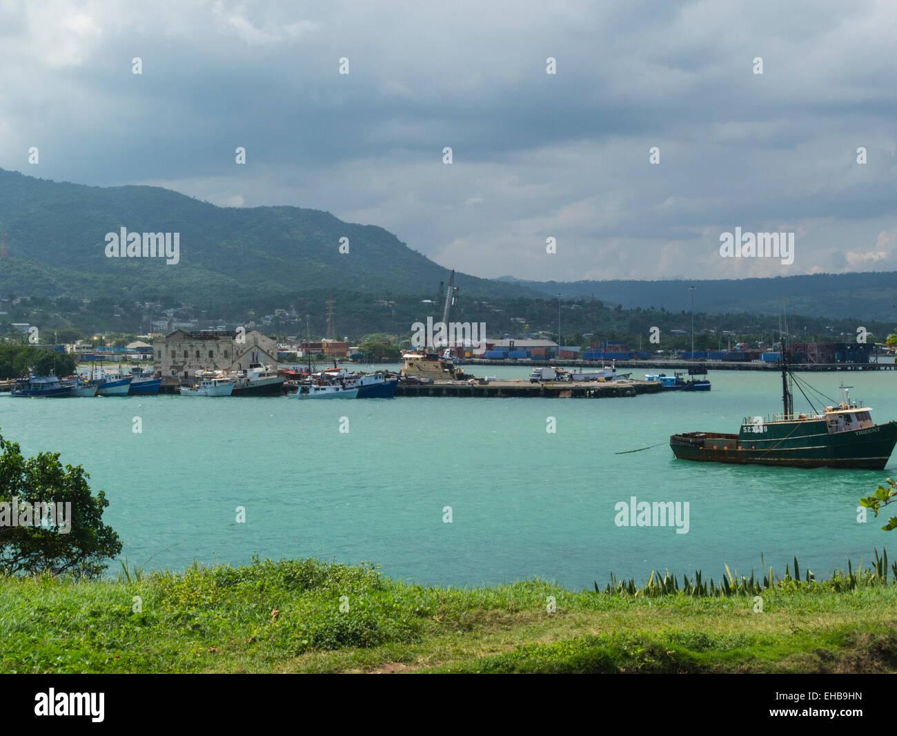 b7295537b98b Vista di Puerto Plata porta con ormeggiate barche per la pesca della  Repubblica Dominicana si trova