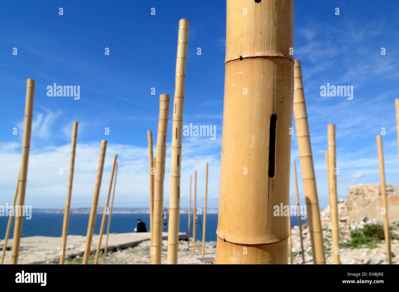 Strumento a fiato Musical poli di bambù o di arte musicale di installazione per catturare il suono del vento Immagini Stock