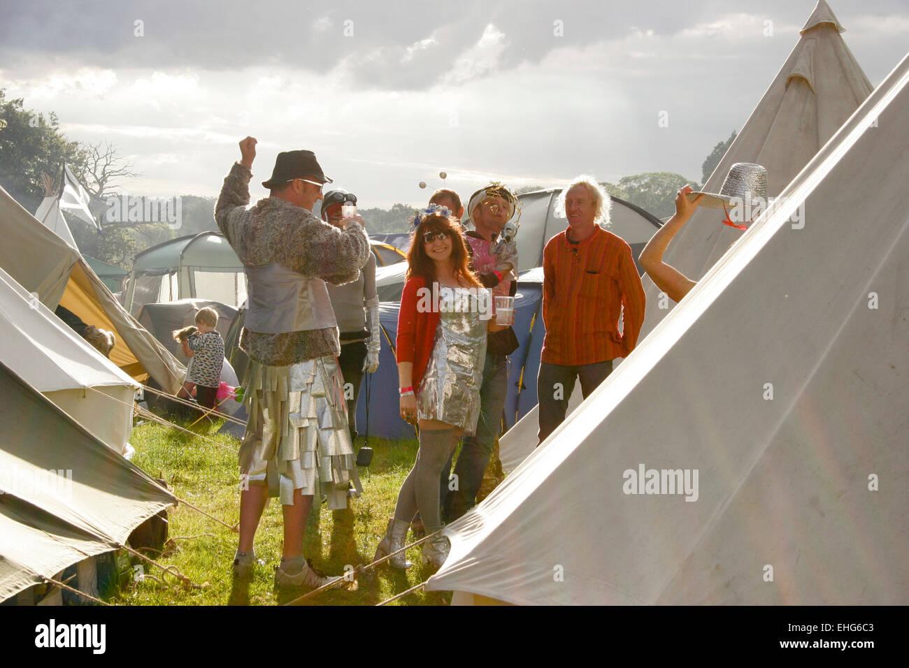 Incantevole campeggio durante un festival in Inghilterra. Foto Stock