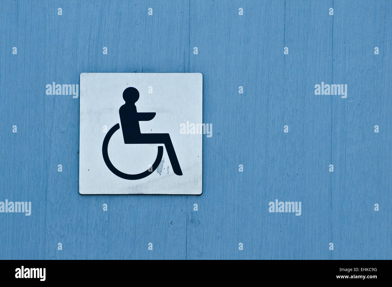 Cartello Da Appendere In Bagno : Disabled toilet sign immagini disabled toilet sign fotos stock