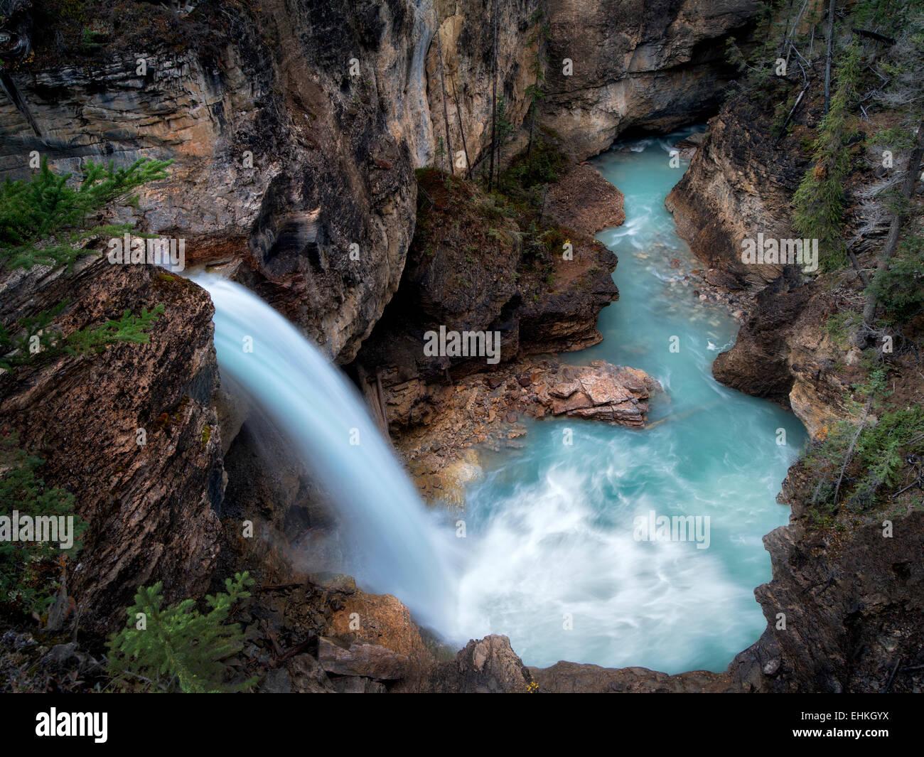Stanely cade, bellezza Creek, il Parco Nazionale di Jasper, Alberta Canada Immagini Stock