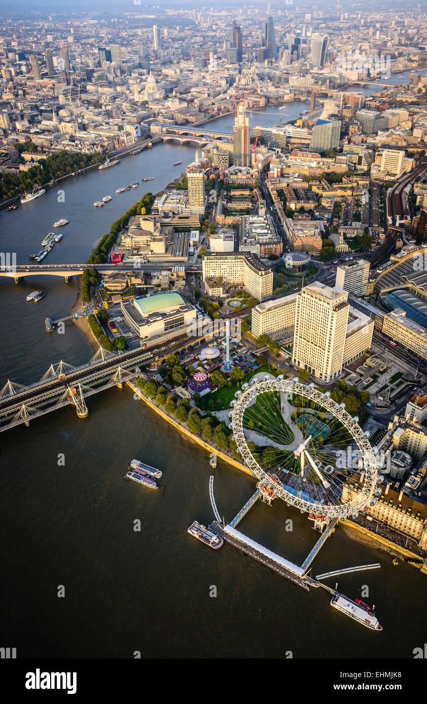 Vista aerea di Londra la città e il fiume, Inghilterra Foto Stock
