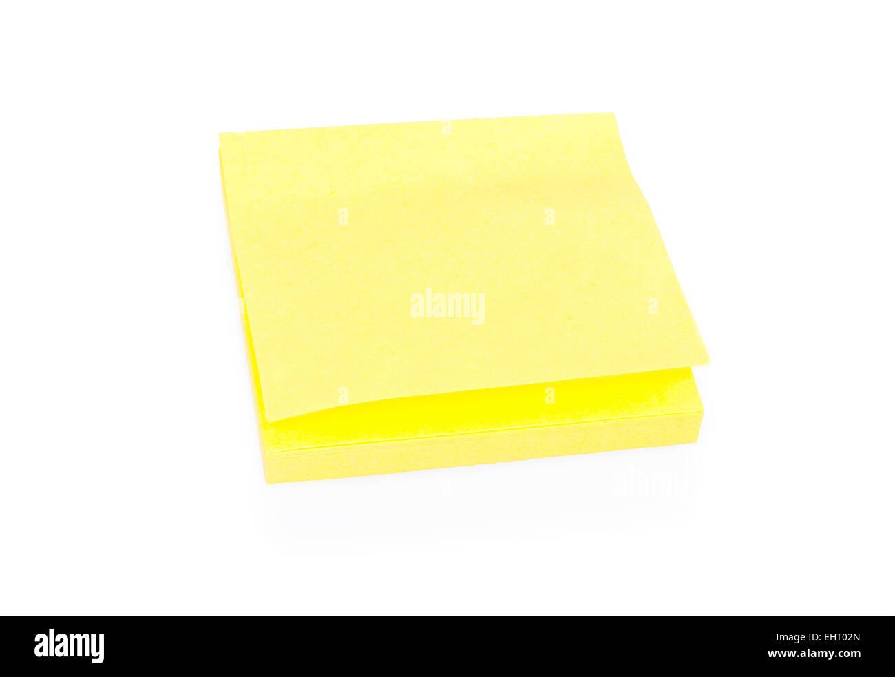 Blank bigliettino giallo sul blocco Immagini Stock
