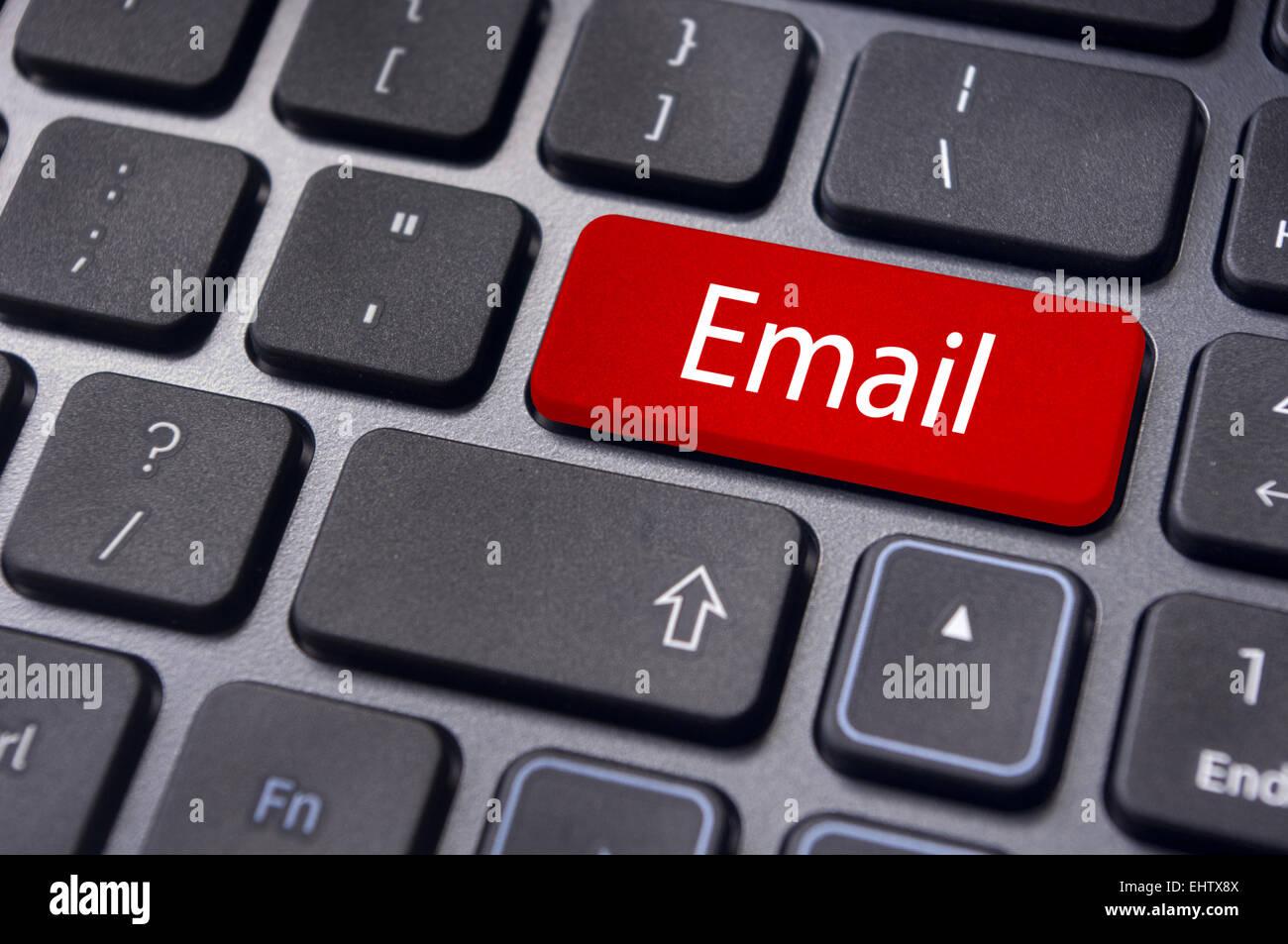 Concetti di e-mail, messaggi sulla tastiera Immagini Stock