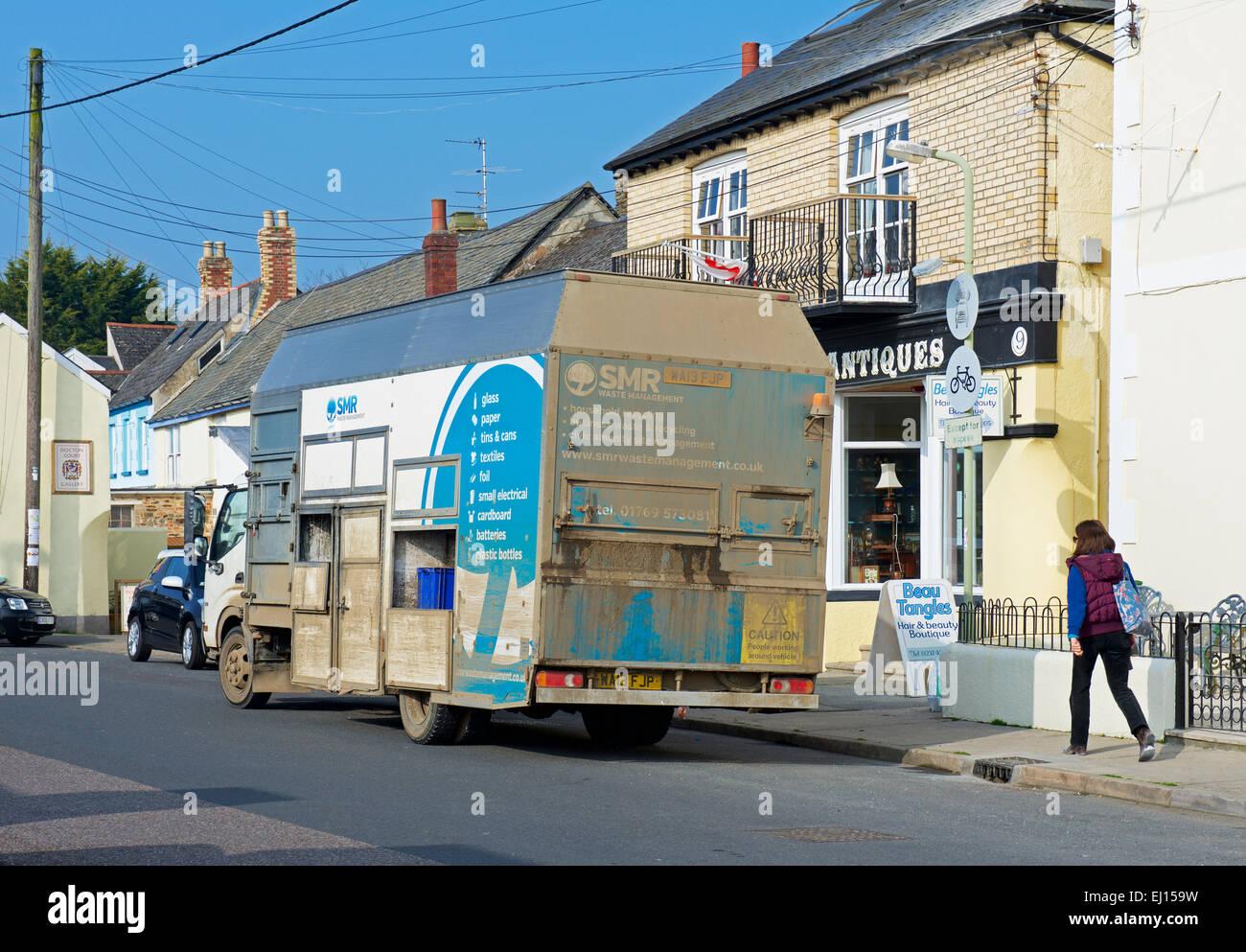 Il riciclaggio van a Appledore, Devon. Inghilterra, Regno Unito Immagini Stock
