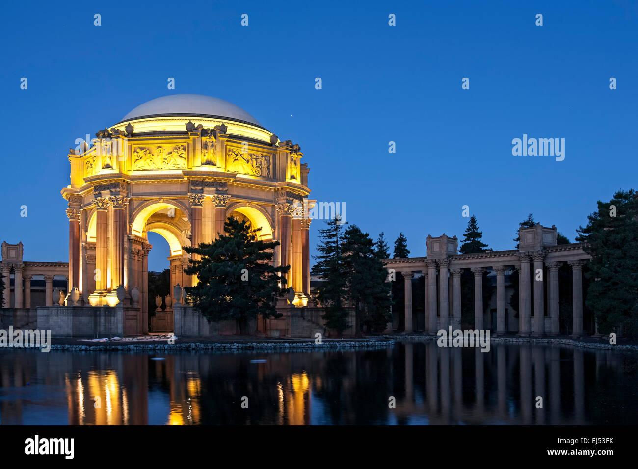 Palazzo delle Belle Arti e l'Exploratorium al crepuscolo, San Francisco, California USA Immagini Stock