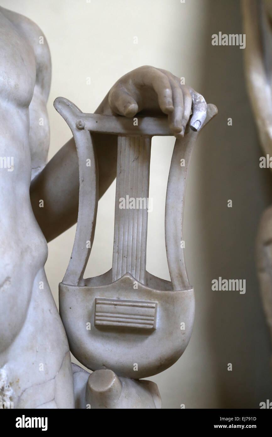 Statua romana. Dettaglio lyra. Strumento a corda. Musei Vaticani. Chiaramonti. Immagini Stock