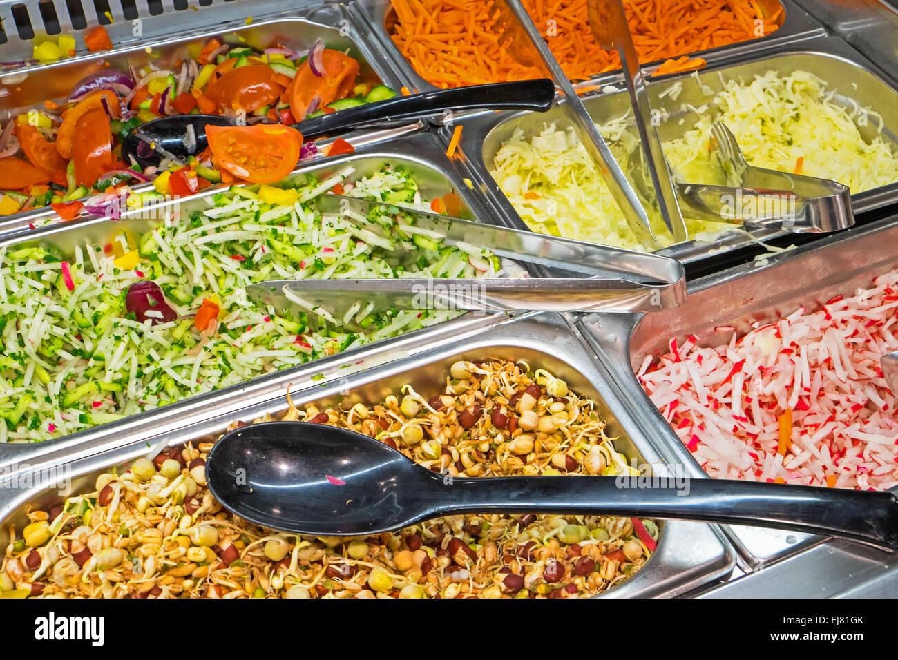 Buffet Di Insalate Miste : Buffet di insalate foto immagine stock  alamy
