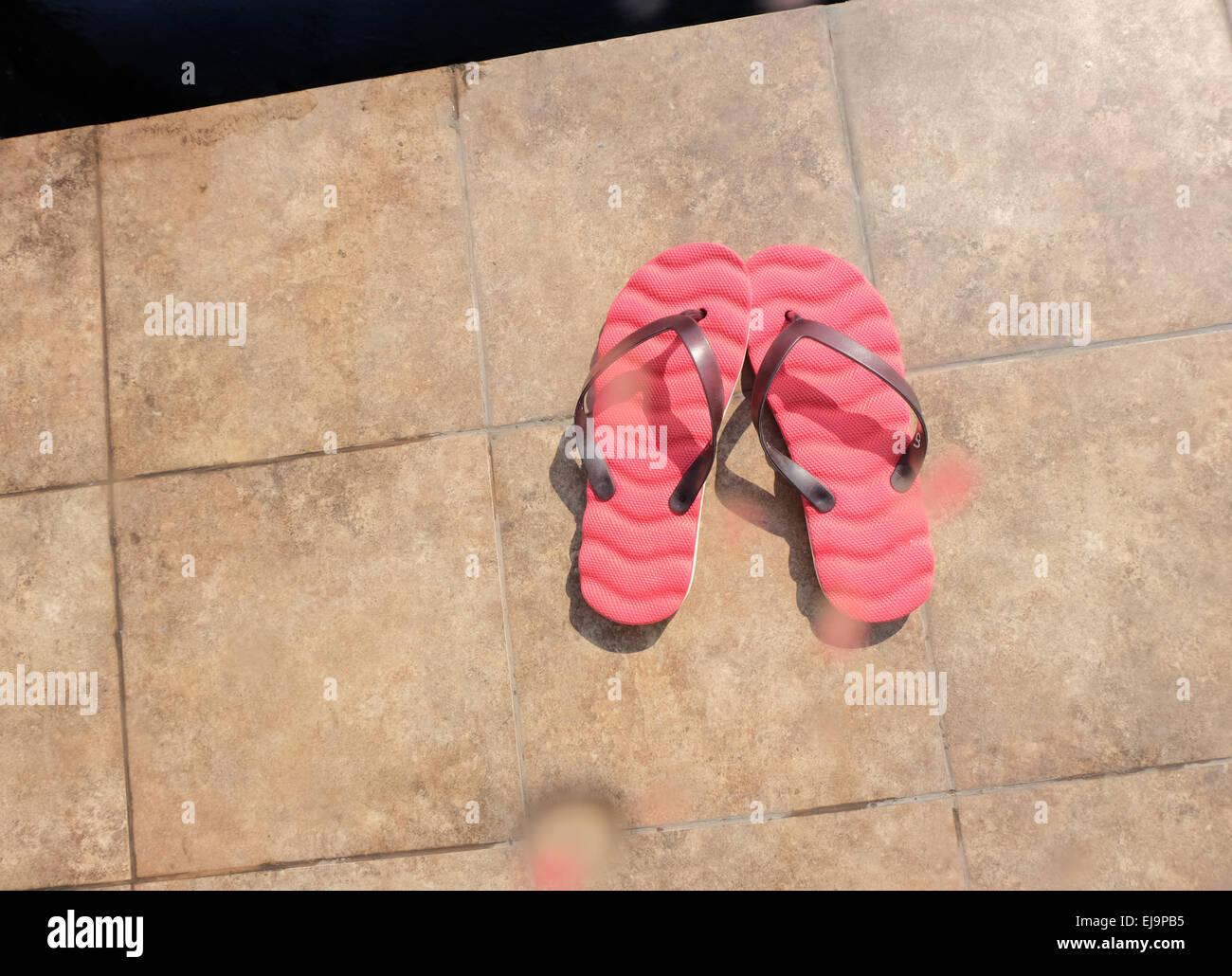 Il flip flop sul pavimento Foto Stock