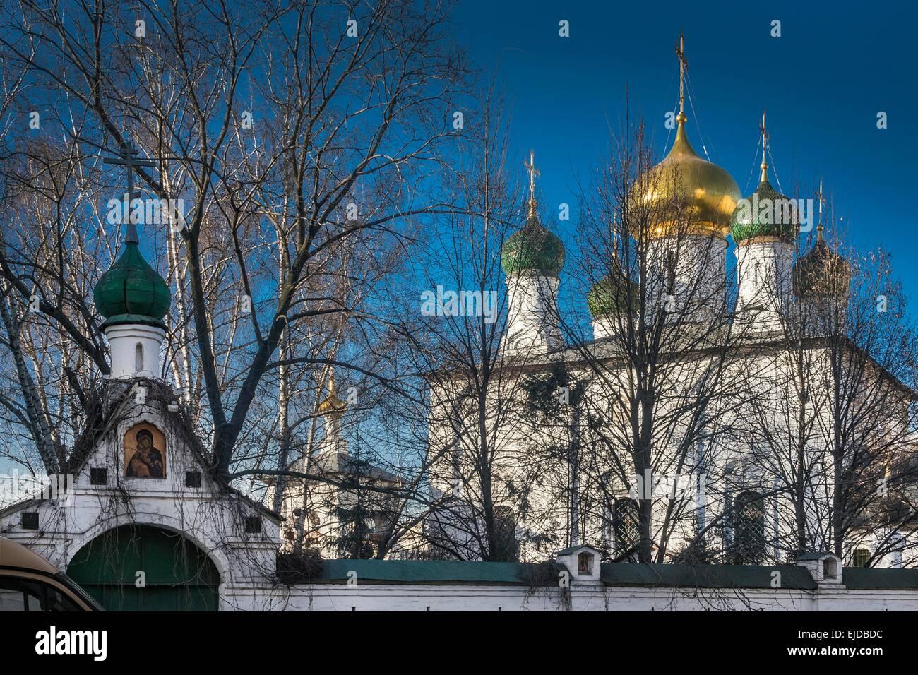 Mosca, Russia. Il monastero Sretensky su Bolshaya Lubyanka street. Il monastero Sretensky è un monastero fondato Immagini Stock