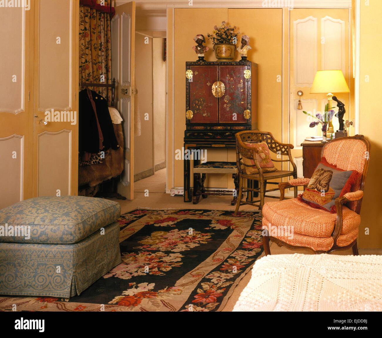 Camera Matrimoniale Stile Antico.Imbottiti E Ottomano Cinese Antico Armadio In Camera Da Letto