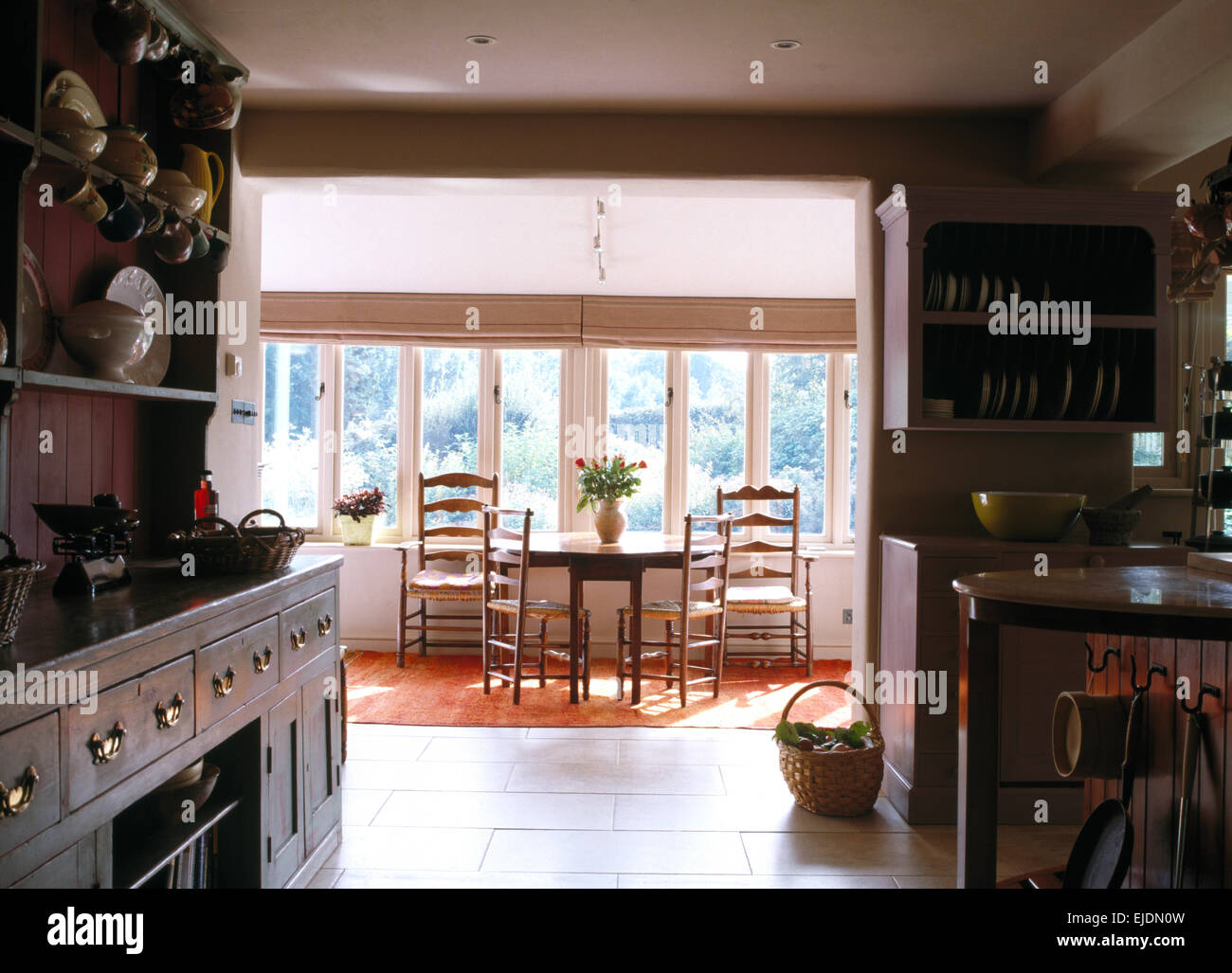 Mobili Antichi Per Sala Da Pranzo : Aprire paese piano cucina e sala da pranzo con mobili antichi di