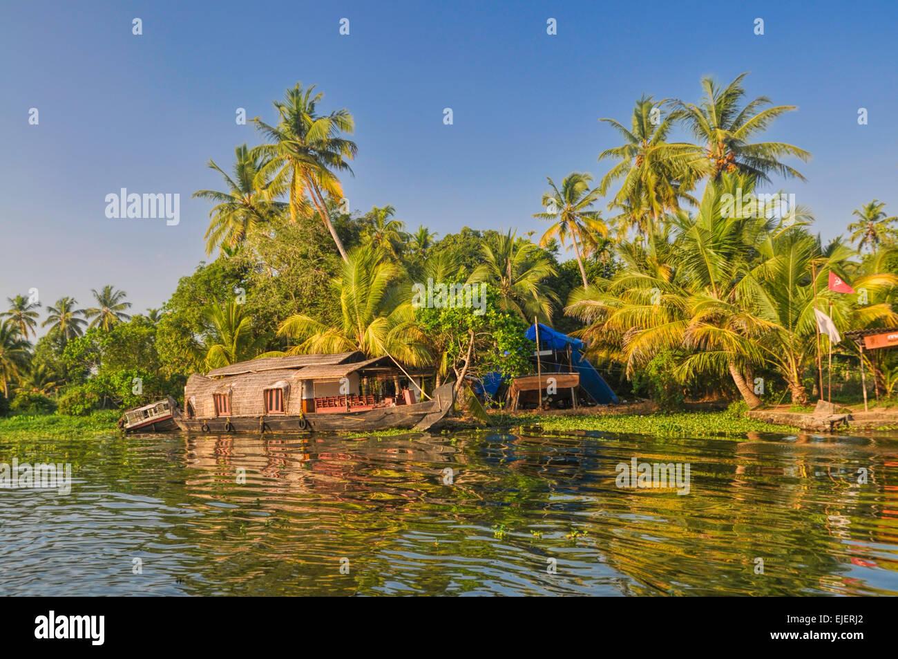 Pittoresca casa galleggiante tradizionale per Alleppey regione in India Immagini Stock