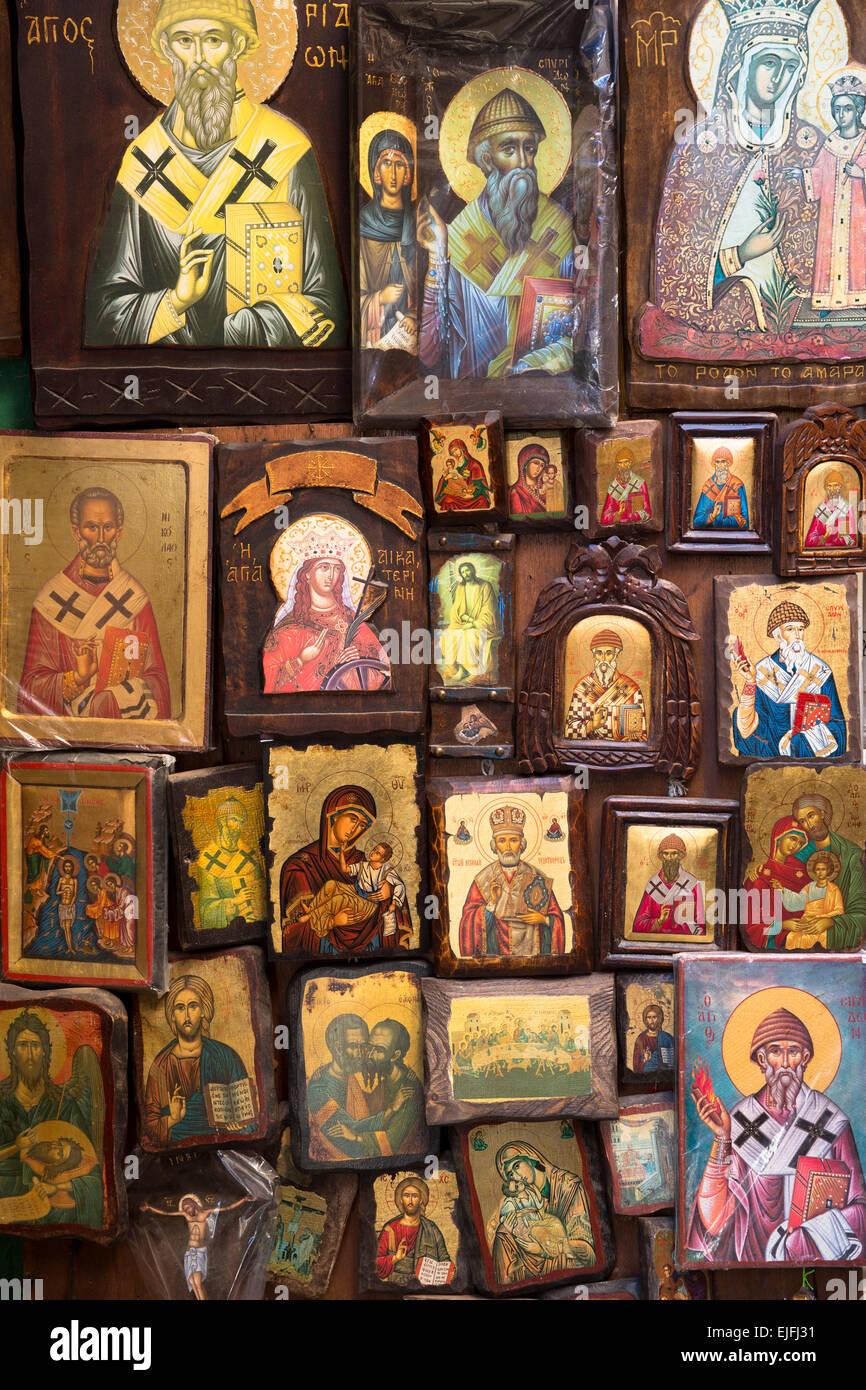 Greco Ortodosso di arte religiosa icone nel negozio di souvenir e articoli da regali in Kerkyra, citta di Corfu, Immagini Stock