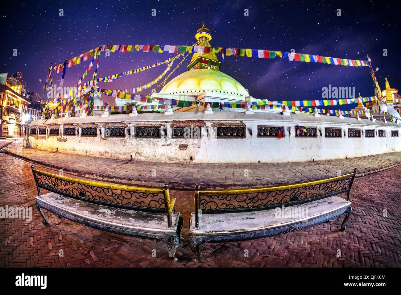 Bodhnath stupa al cielo notturno con stelle nella valle di Kathmandu, Nepal Immagini Stock